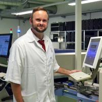 Torsten Esbach, Leiter Maschinenpark Elektronikfertigung, Ausbildung